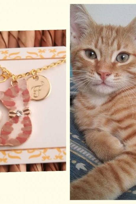 Red cat jewelry portrait as xmas sis necklace